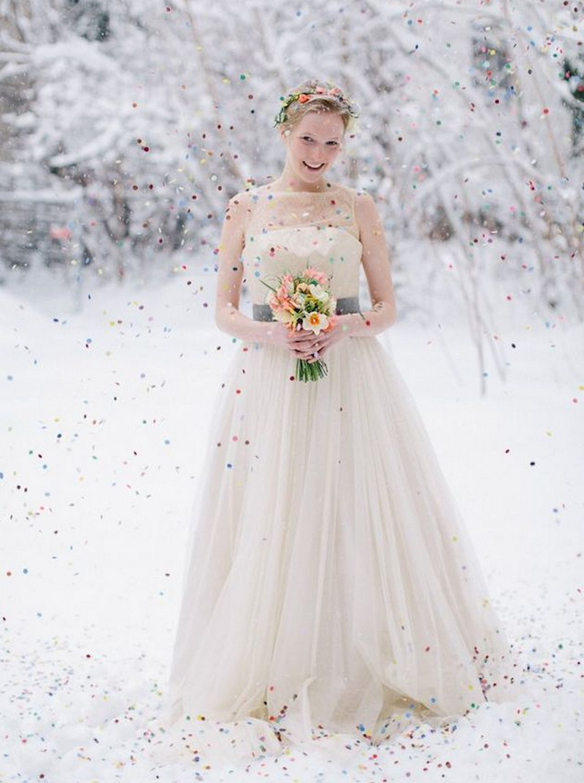 леской свадебное бежевое платье зимой фото этот