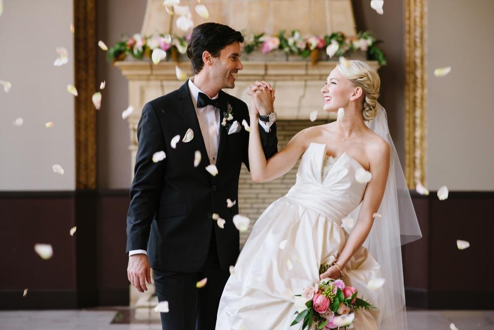 и на свадьбе знакомство невесты жениха