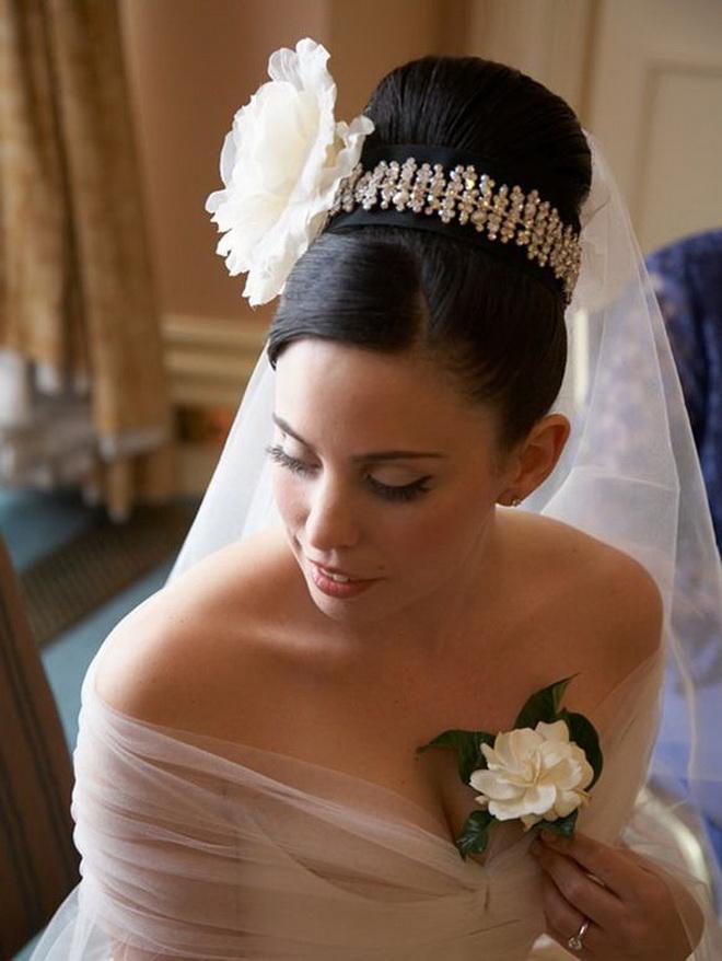 Свадебная шишка прическа