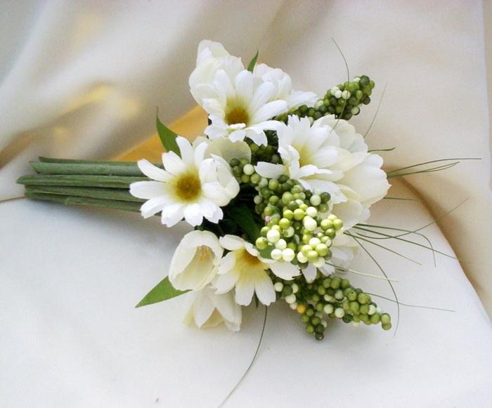 Скромные свадебные букеты