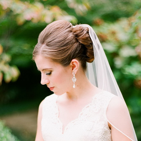 Свадебные причёски собранные с фатой
